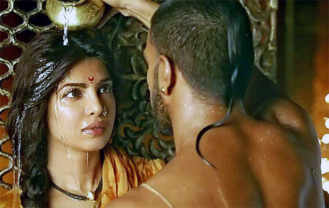 Priyanka Chopra and Ranveer Singh in Bajirao Mastani.