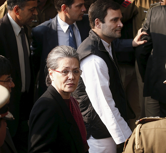 India News - Latest World & Political News - Current News Headlines in India - Herald case: SC to consider early hearing of Sonia, Rahul plea