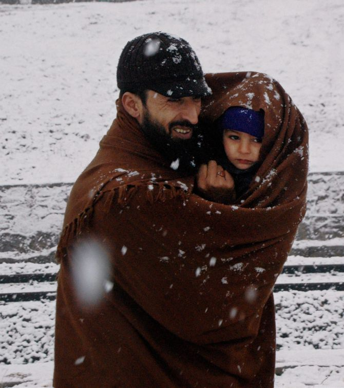 Freezing cold leaves Kashmir shivering - Rediff.com India News