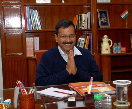 India News - Latest World & Political News - Current News Headlines in India - Cops probe charges of fraud against Kejriwal