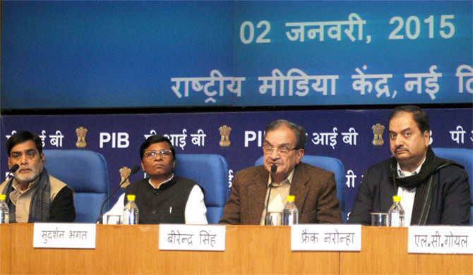 Chaudhary Birender Singh, second from right. Photograph: Press Information Bureau