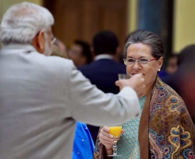 Prime Minister Narendra D Modi toasts then Congress president Sonia Gandhi at the dinner for then US president Barack Obama at Rashtrapati Bhavan, January 25, 2015