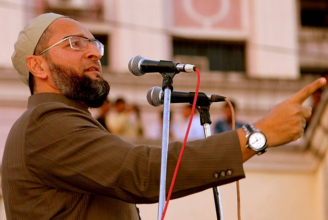 Congress offered money to cancel rally in support of TRS: Owaisi