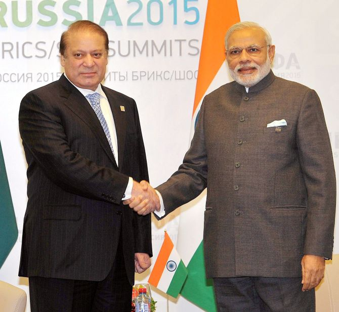 Prime Ministers Narendra Modi and Nawaz Sharif at Ufa