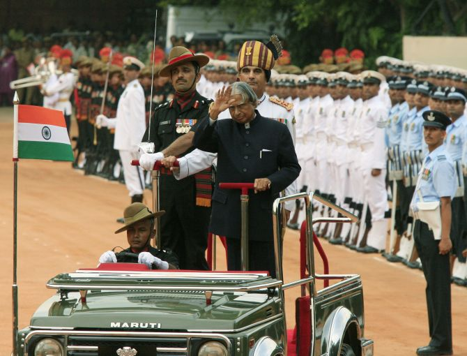 President A P J Abdul Kalam inspects the guard of honour at Rashtrapati Bhavan, July 25, 2007, his last day in office.
