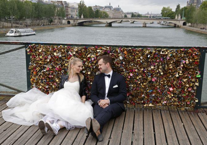 India News - Latest World & Political News - Current News Headlines in India - PHOTOS: Heartbreak! Paris says au revoir to love locks