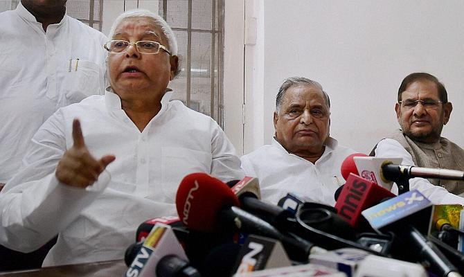 Image: RJD Chief Lalu Prasad Yadav, Samajwadi Party chief Mulayam Singh Yadav, and JD-U president Sharad Yadav address a press conference regarding the ...