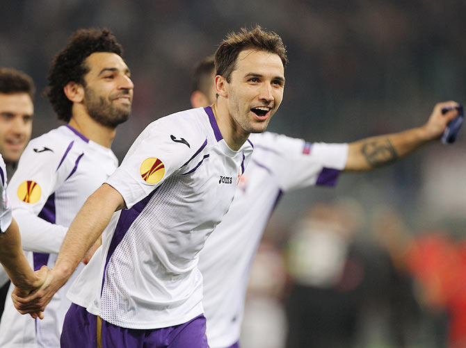 ACF Fiorentina's Gonzalo Rodriguez celebrates with teammates after their UEFA Europa League Round of 16 victory over AS Roma at Olimpico Stadium in Rome on Thursday