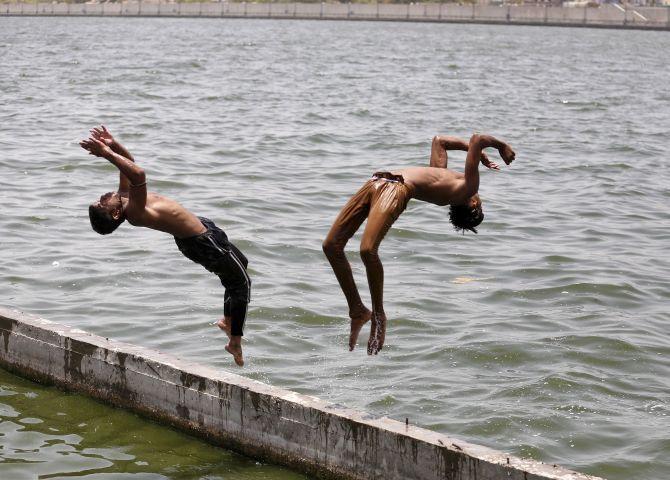 boy swimming river - photo #30