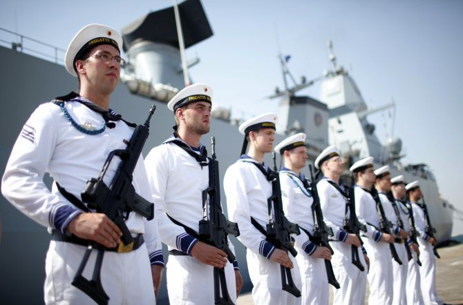 a comparison of german and french soldiers Germany has a defense budget of 411 billion dollars, which is 12 percent of its  gdp this is compared to france's 557 billion dollar budget,.