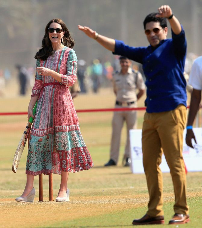 India News - Latest World & Political News - Current News Headlines in India - PHOTOS: When Kate 'bowled' Sachin with her batting skills