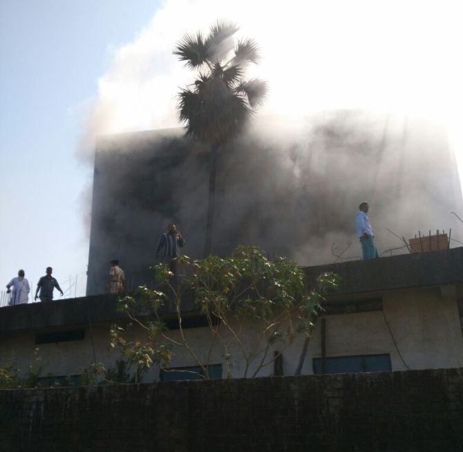 India News - Latest World & Political News - Current News Headlines in India - Massive fire engulfs 4-storey building in Bhiwandi, 170 residents rescued