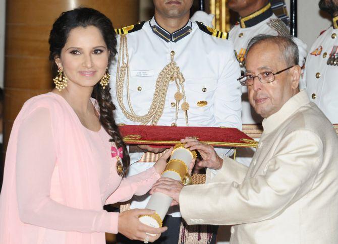 India News - Latest World & Political News - Current News Headlines in India - Padma Awards 2016: Rajinikanth, Sania, Priyanka honoured