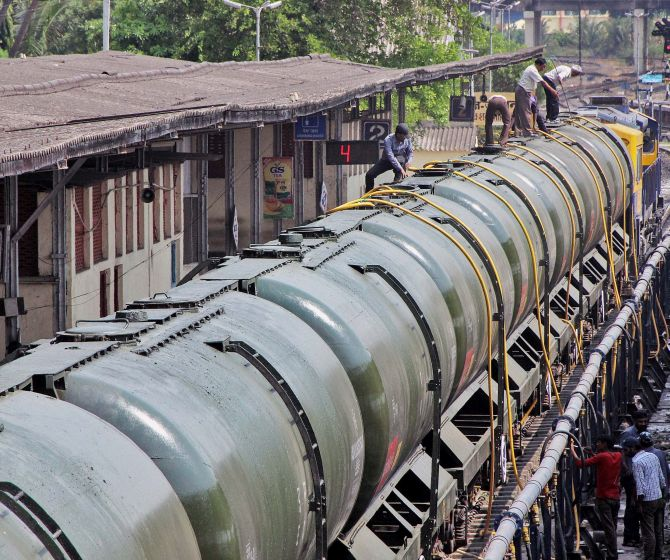 India News - Latest World & Political News - Current News Headlines in India - 'Water Express' trundles into drought-hit Latur, bringing relief and hope
