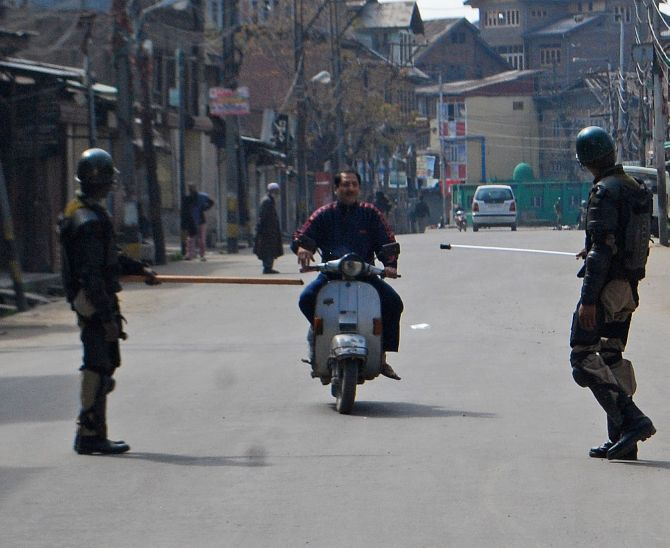 India News - Latest World & Political News - Current News Headlines in India - Mobile internet blocked in Kashmir amid tension over Handwara deaths