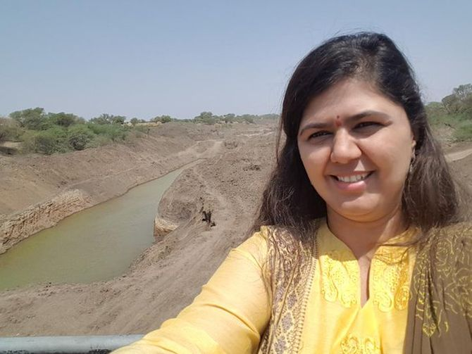 India News - Latest World & Political News - Current News Headlines in India - Pankaja Munde faces flak over 'drought selfies'