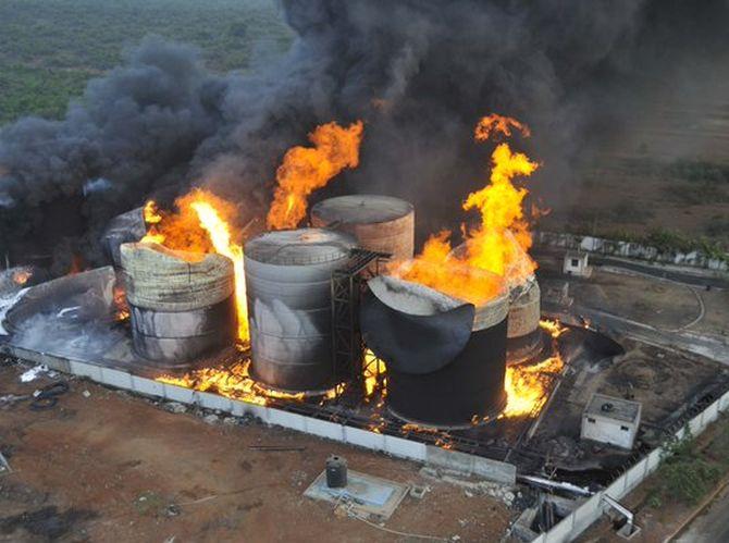 India News - Latest World & Political News - Current News Headlines in India - PHOTOS: Raging inferno envelops bio-diesel unit at Vizag