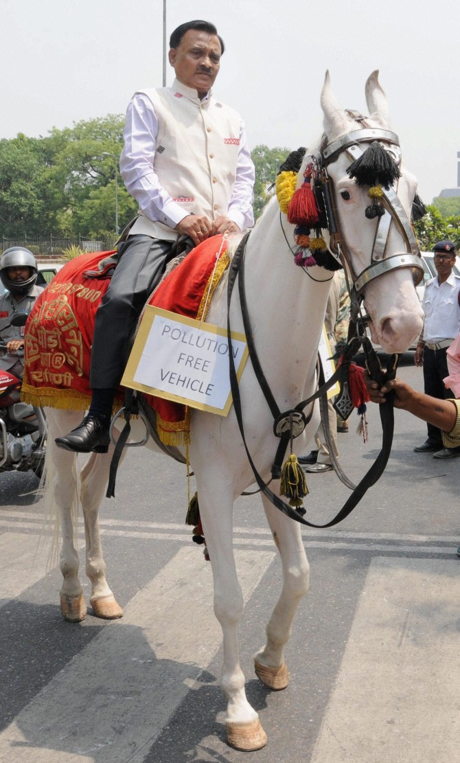 India News - Latest World & Political News - Current News Headlines in India - PHOTOS: MPs who arrived at Parliament in style