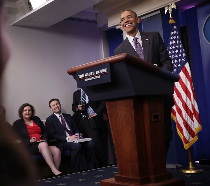 India News - Latest World & Political News - Current News Headlines in India - Surprise! Obama crashes White House briefing for college students
