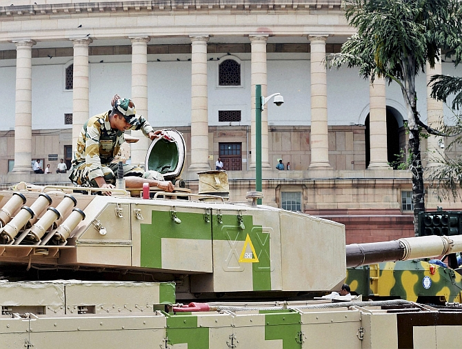 India News - Latest World & Political News - Current News Headlines in India - Tanks and missiles enter Parliament complex