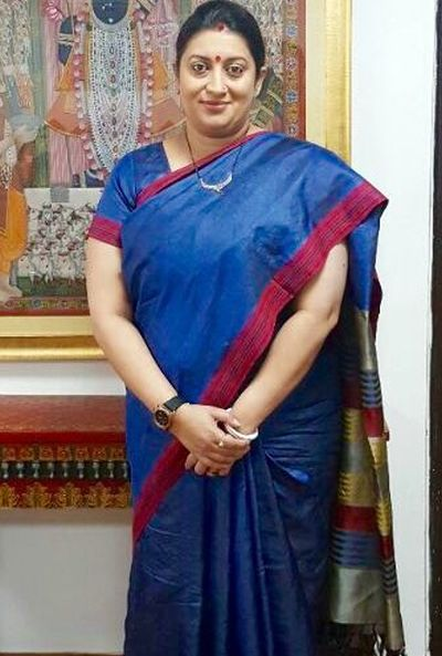 India News - Latest World & Political News - Current News Headlines in India - With #IWearHandloom, Smriti Irani weaves magic on social media