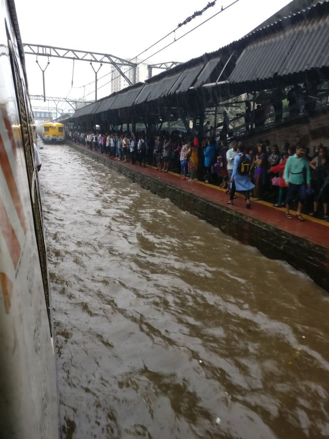 India News - Latest World & Political News - Current News Headlines in India - Rain wreaks havoc in Mumbai: Flights, trains delayed; roads flooded
