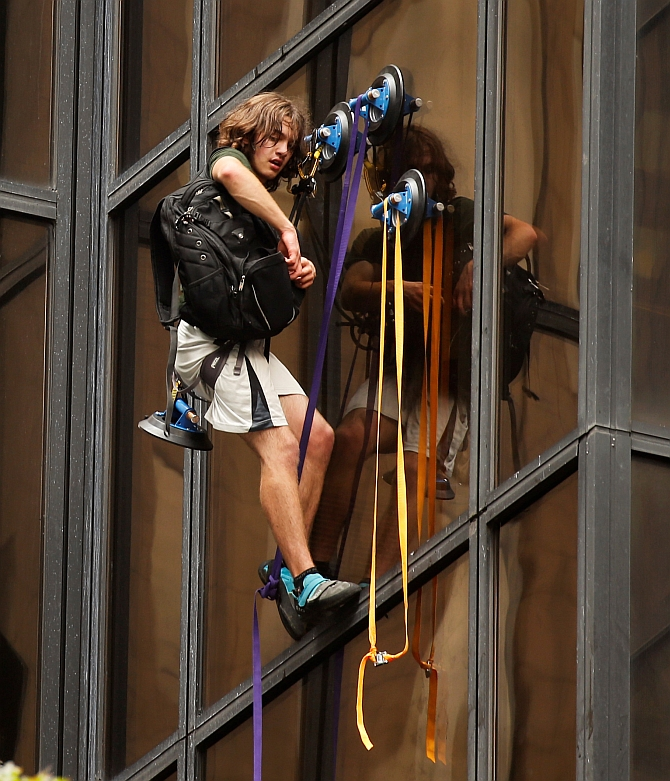 India News - Latest World & Political News - Current News Headlines in India - Suction-cup daredevil scales Trump Tower to meet him!