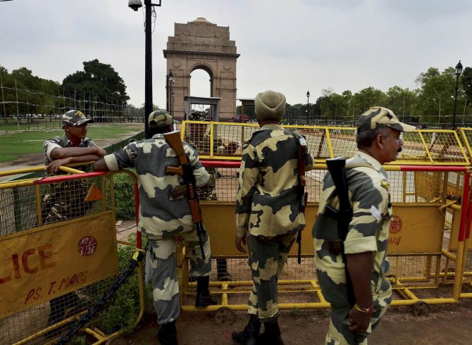 India News - Latest World & Political News - Current News Headlines in India - Red Fort comes under security blanket for August 15