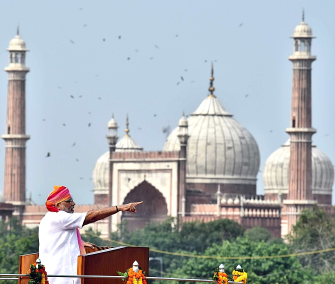 India News - Latest World & Political News - Current News Headlines in India - PHOTOS: When PM hailed free India @ Red Fort