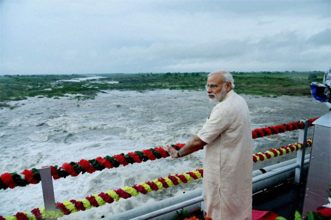 India News - Latest World & Political News - Current News Headlines in India - When PM's swiftness saved camera crew from drowning