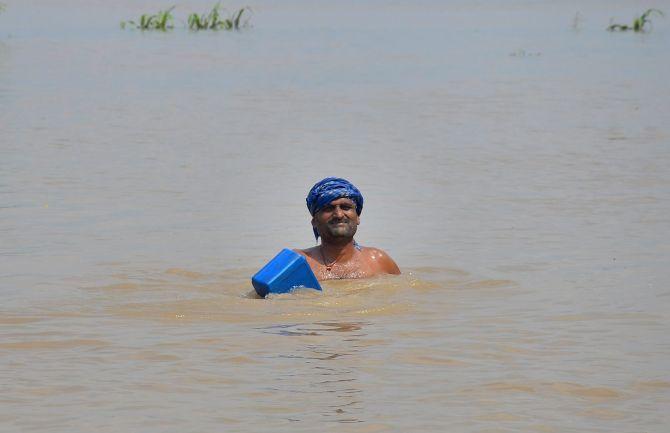 India News - Latest World & Political News - Current News Headlines in India - Bihar flood toll rises to 168, 2 killed in Uttar Pradesh
