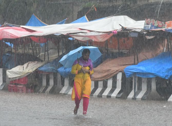 India News - Latest World & Political News - Current News Headlines in India - Heavy downpour pounds Hyderabad; 7 killed in rain-related incidents