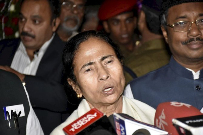 India News - Latest World & Political News - Current News Headlines in India - DGCA to probe Mamata flight incident; Opposition alleges conspiracy