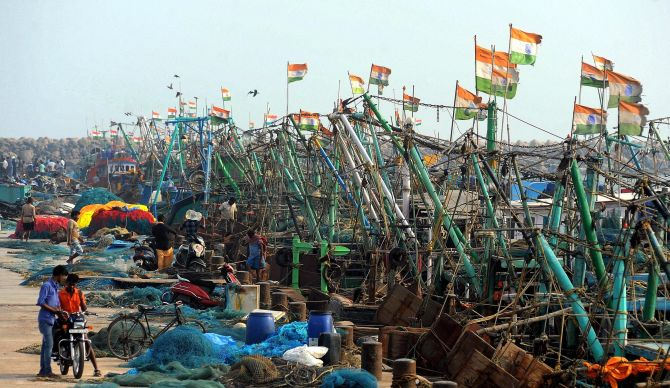 India News - Latest World & Political News - Current News Headlines in India - TN braces for cyclone Nada, NDRF teams deployed