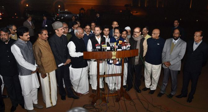 India News - Latest World & Political News - Current News Headlines in India - Taxation Bill: Opposition knocks on President's door
