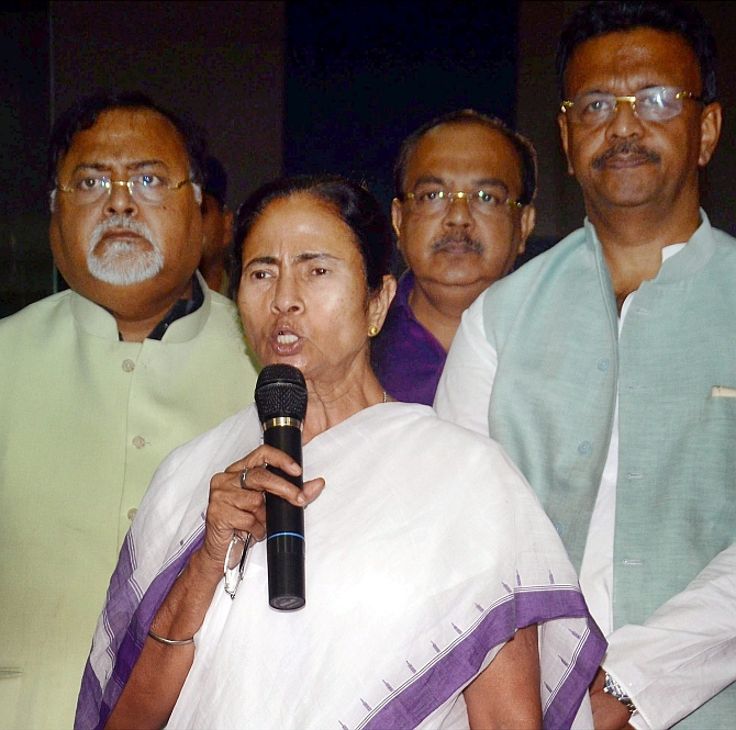 India News - Latest World & Political News - Current News Headlines in India - Mamata 'guards democracy' overnight at office, Army says no 'coup'
