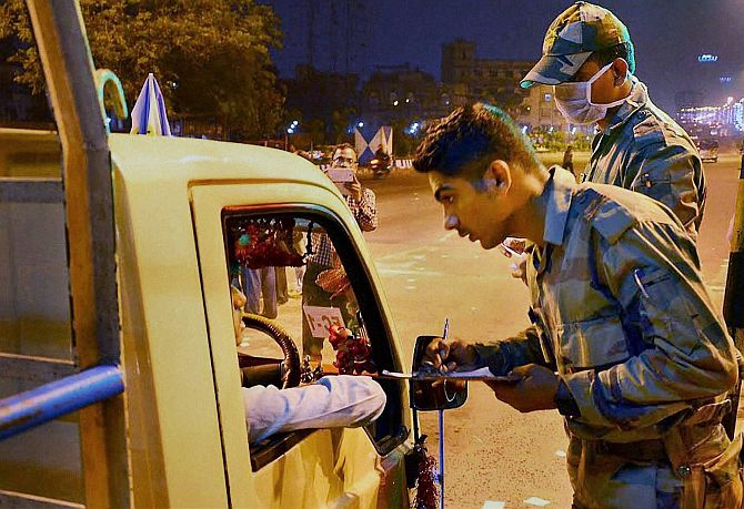 India News - Latest World & Political News - Current News Headlines in India - Now, it's Mamata vs Bengal governor over army's deployment at toll plazas