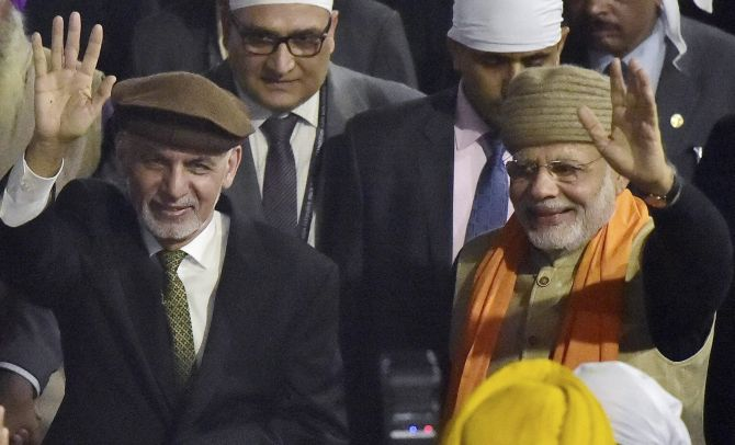 India News - Latest World & Political News - Current News Headlines in India - PHOTOS: Modi, Ghani visit Golden Temple