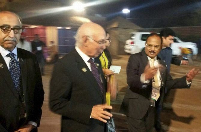 India News - Latest World & Political News - Current News Headlines in India - Doval, Aziz talk briefly; Pak calls it meet, India an 'informal chat'