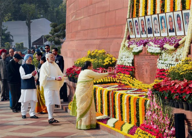 Lok Sabha Speaker Sumitra Mahajan pays tributes to the martyrs of the December 13, 2001 attack on Parliament, December 13, 2016. Photograph: Shahbaz Khan/PTI Photo