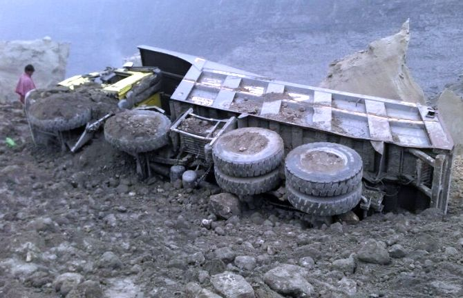 10 Dead In Jharkhand Mine Cave In Many Still Missing India News