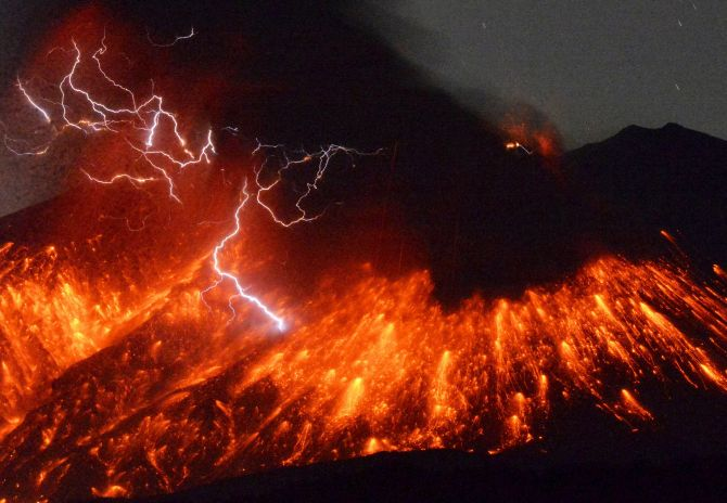 India News - Latest World & Political News - Current News Headlines in India - MUST SEE: Sakurajima volcano in Japan erupts