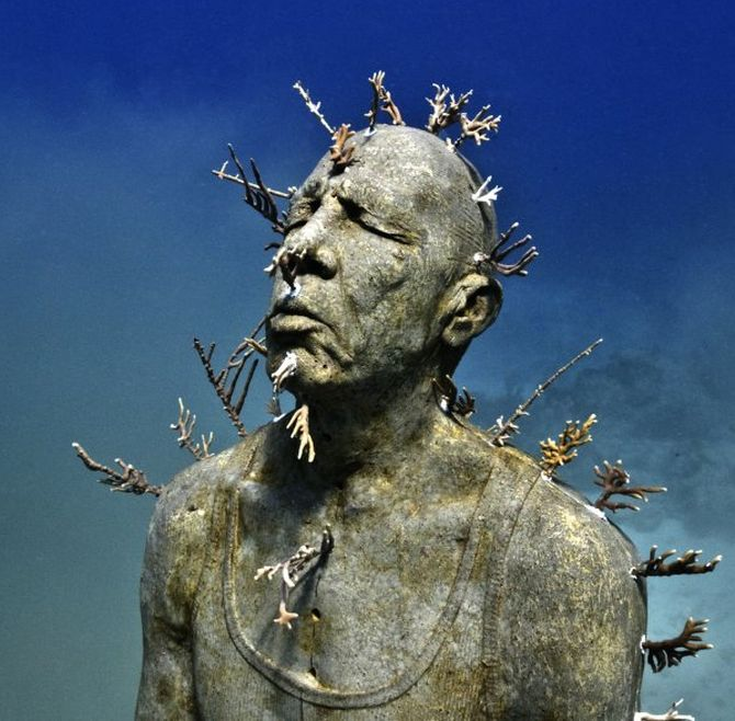 Photos dive in for a glimpse of europe 39 s first undersea for Spain underwater museum