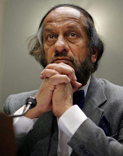 India News - Latest World & Political News - Current News Headlines in India - Students refuse to accept degrees from Pachauri