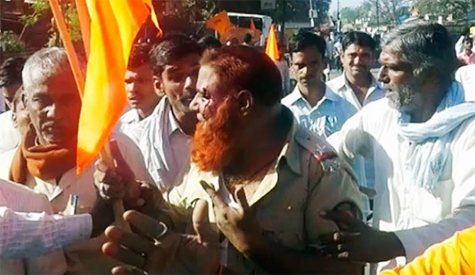 India News - Latest World & Political News - Current News Headlines in India - Will the thugs who assaulted this cop be brought to justice?