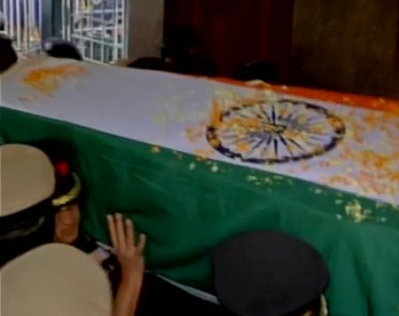 India News - Latest World & Political News - Current News Headlines in India - Pathankot: NSG martyr's mortal remains brought to Bengaluru