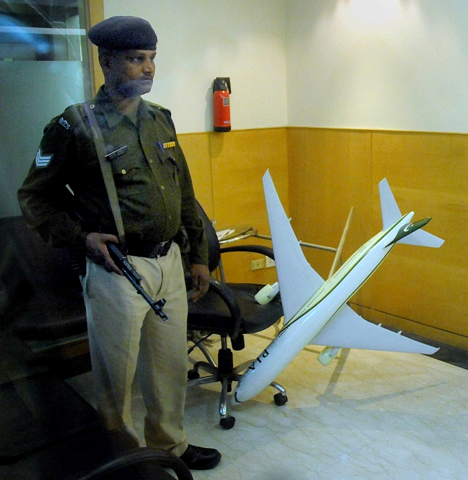 India News - Latest World & Political News - Current News Headlines in India - Hindu Sena vandals target Pakistan airlines office in Delhi