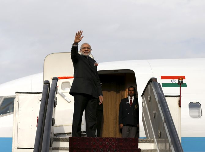 India News - Latest World & Political News - Current News Headlines in India - 'Frequent flyer' PM slashes foreign visits by babus to 4 a year