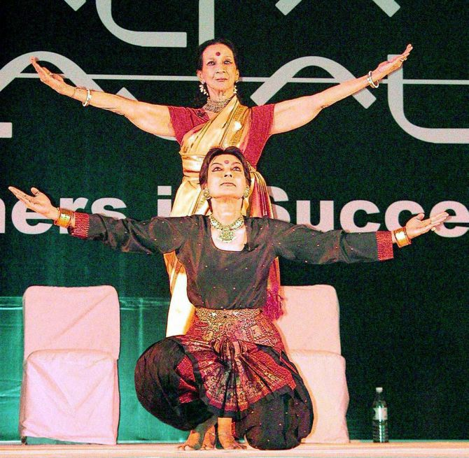 Mrinalini Sarabhai performs with her daughter Mallika