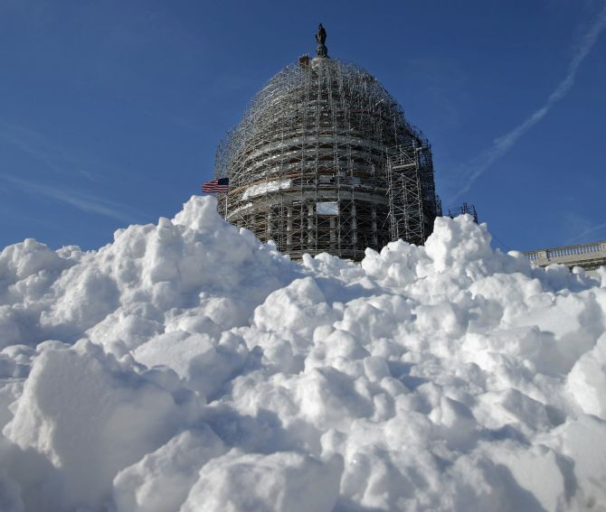 India News - Latest World & Political News - Current News Headlines in India - PHOTOS: America prepares for 'Snowmageddon'
